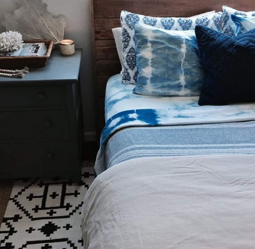 DIY-Shibori-Design-Tie-Dye-Indigo-Bed-Sheets
