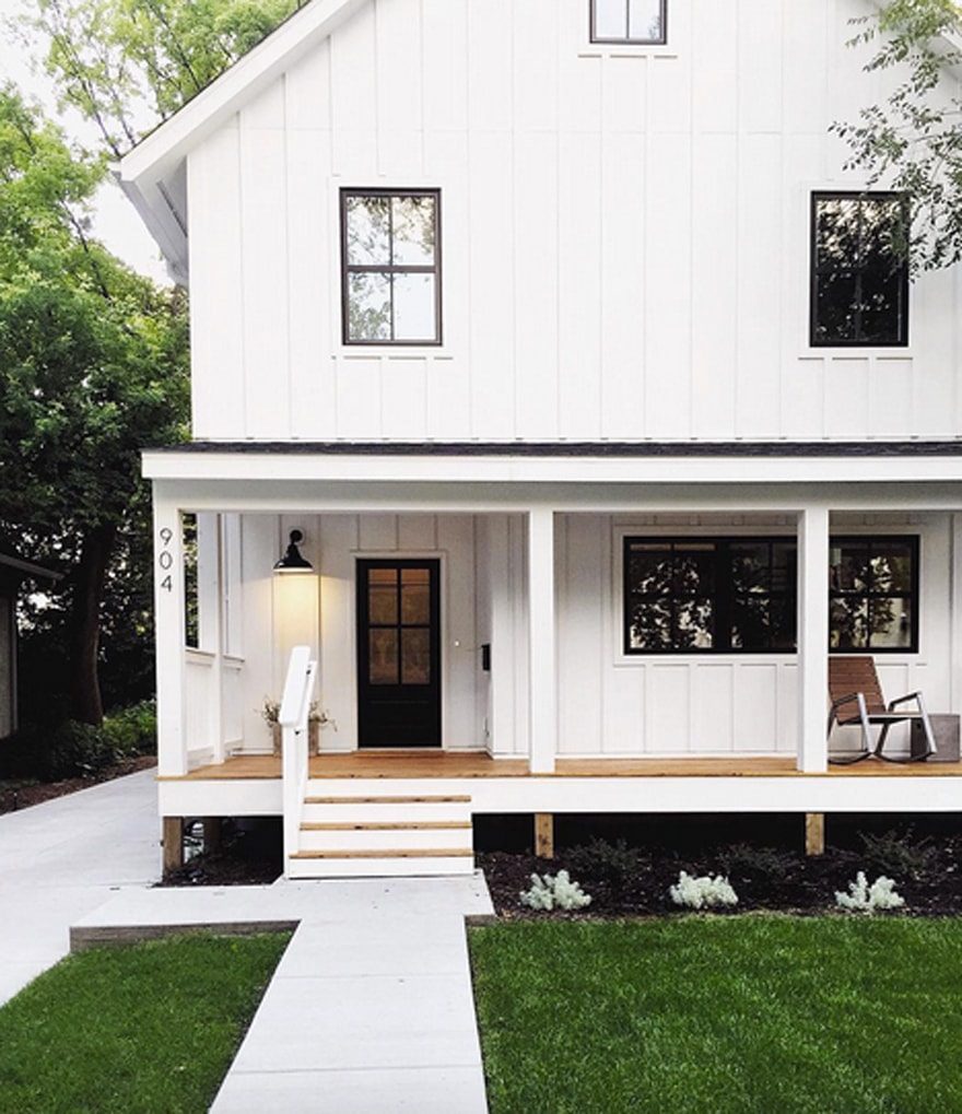 Fauxmartha-Exterior-Modern-Farmhouse-Style-black-and-white