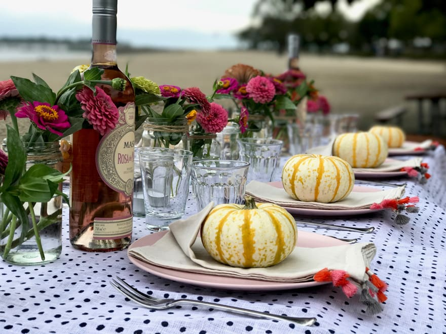 fall-tablescape-pumpkins-orange-pink-beach-setting-rose