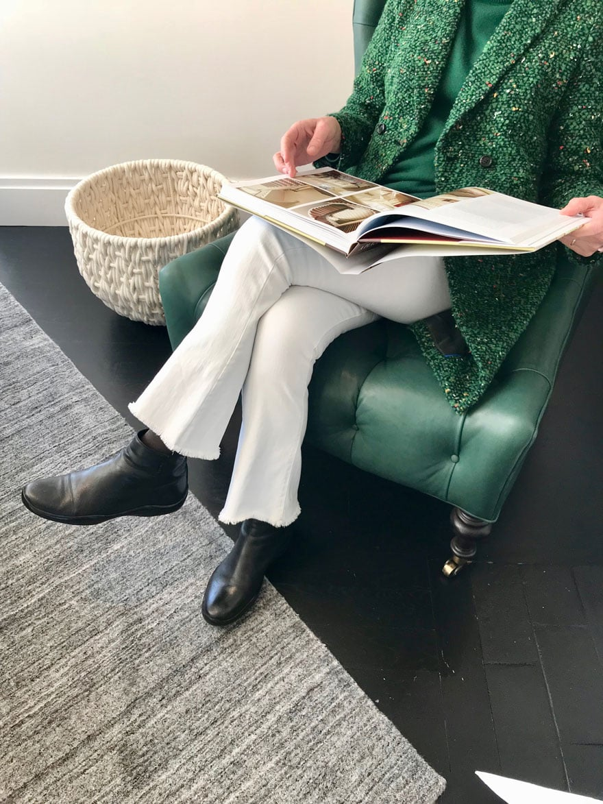 An emerald green bouclé coat with white jeans for winter
