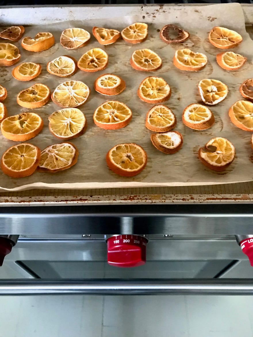 Set your oven to 200º to make dried oranges for garland