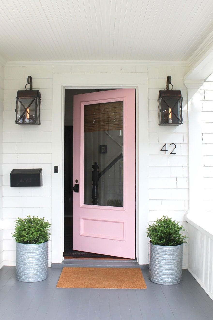 pink door, planters, boxwoods