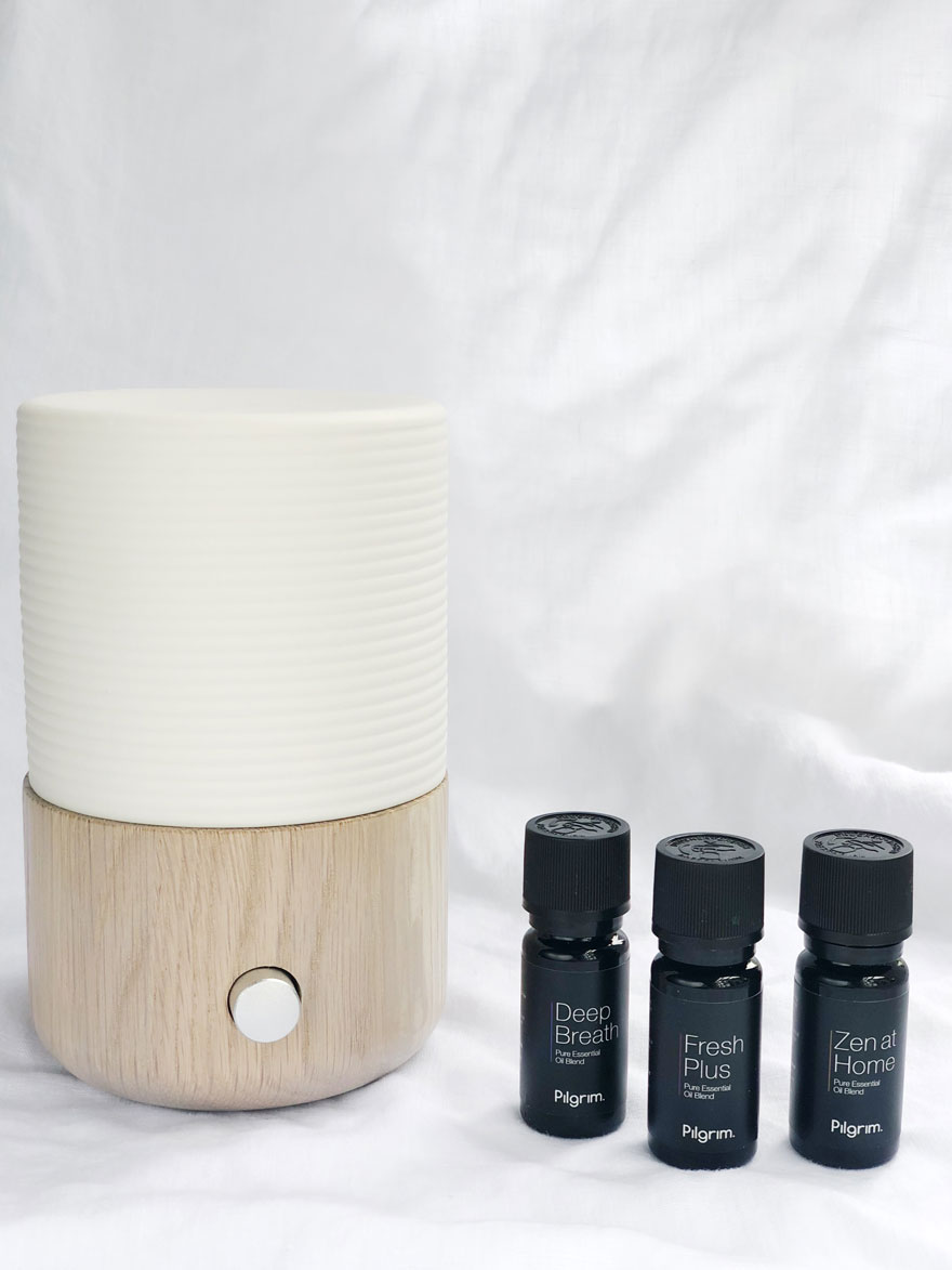 aromatherapy diffuser and essential oils