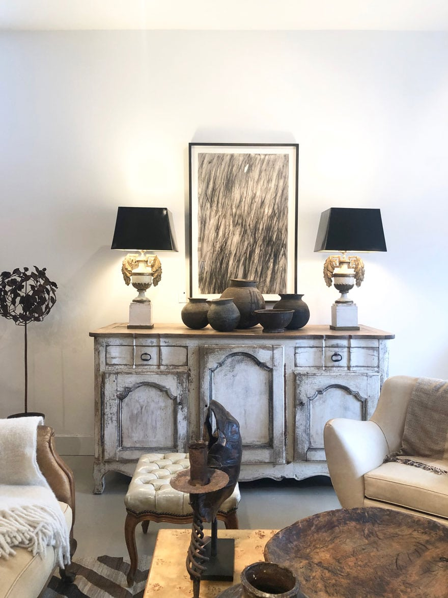 painting, lamps, furniture