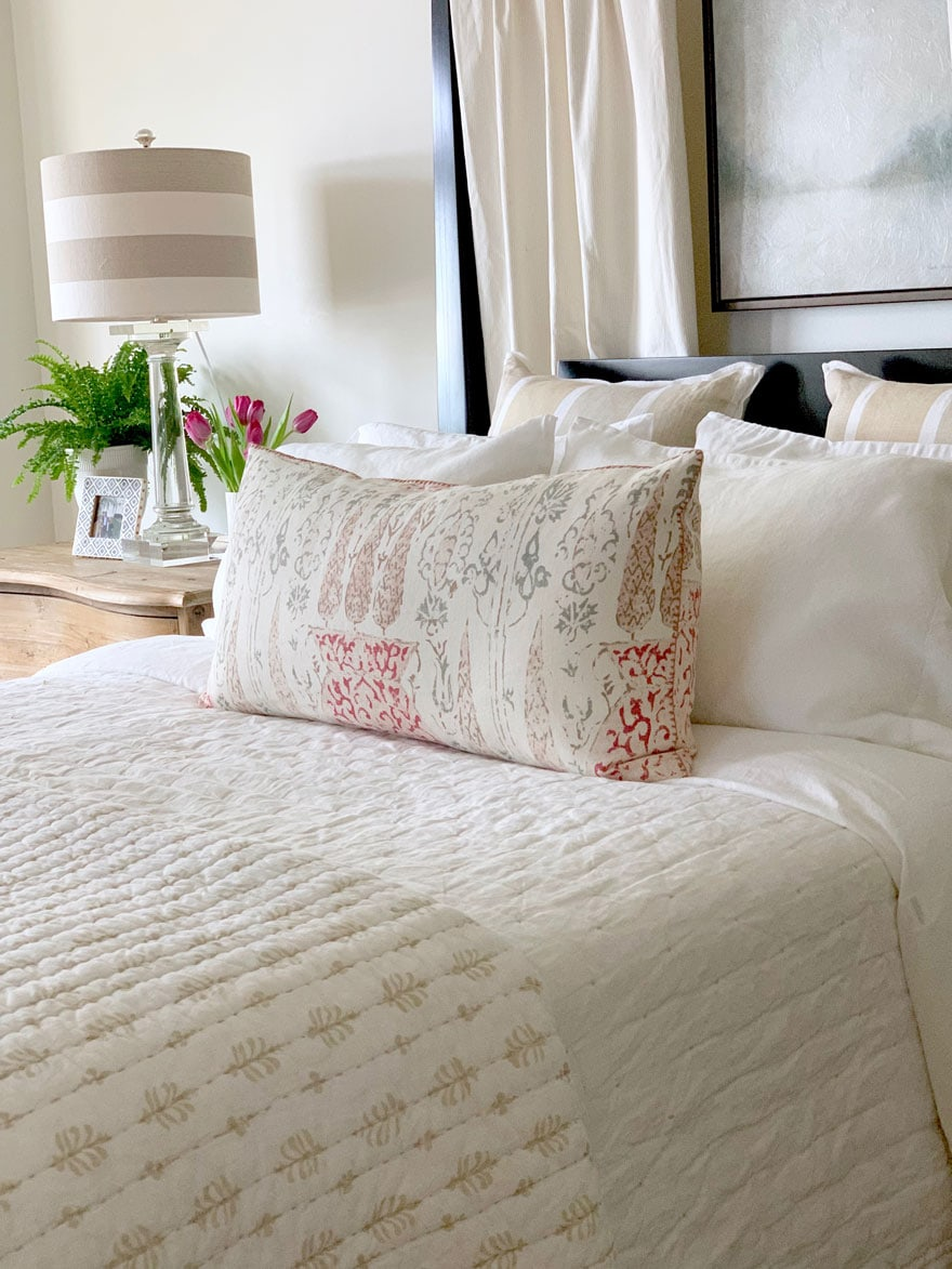 bed, pillow, , lamp, fern