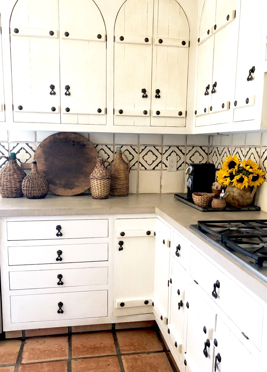 kitchen cabinets, sunflowers