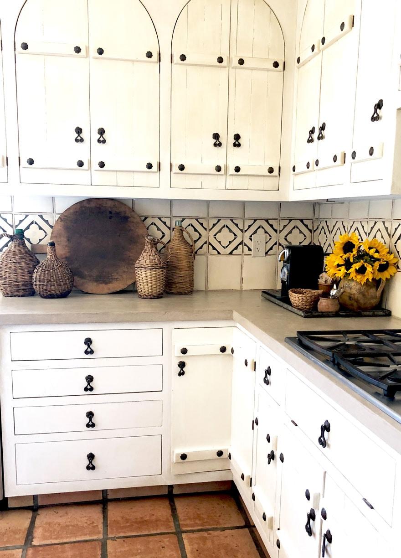 kitchen cabinets, sunflowers