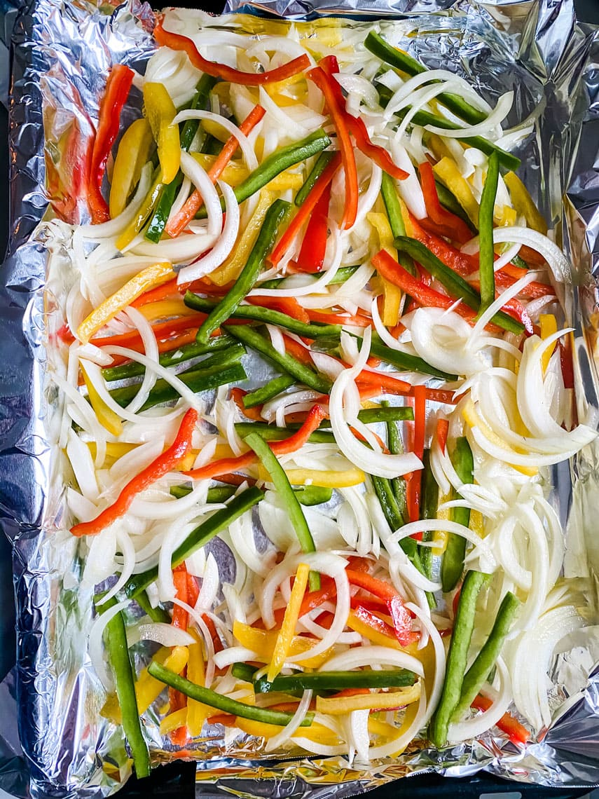 Lifestyle Blogger Annie Diamond makes sheet pan colorful fajitas