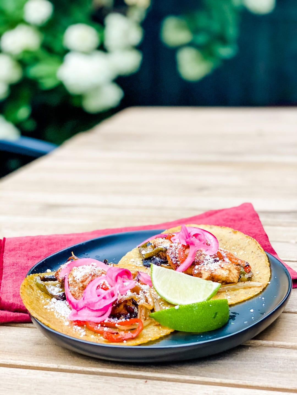 Lifestyle Blogger Annie Diamond makes sheet pan colorful fajitas