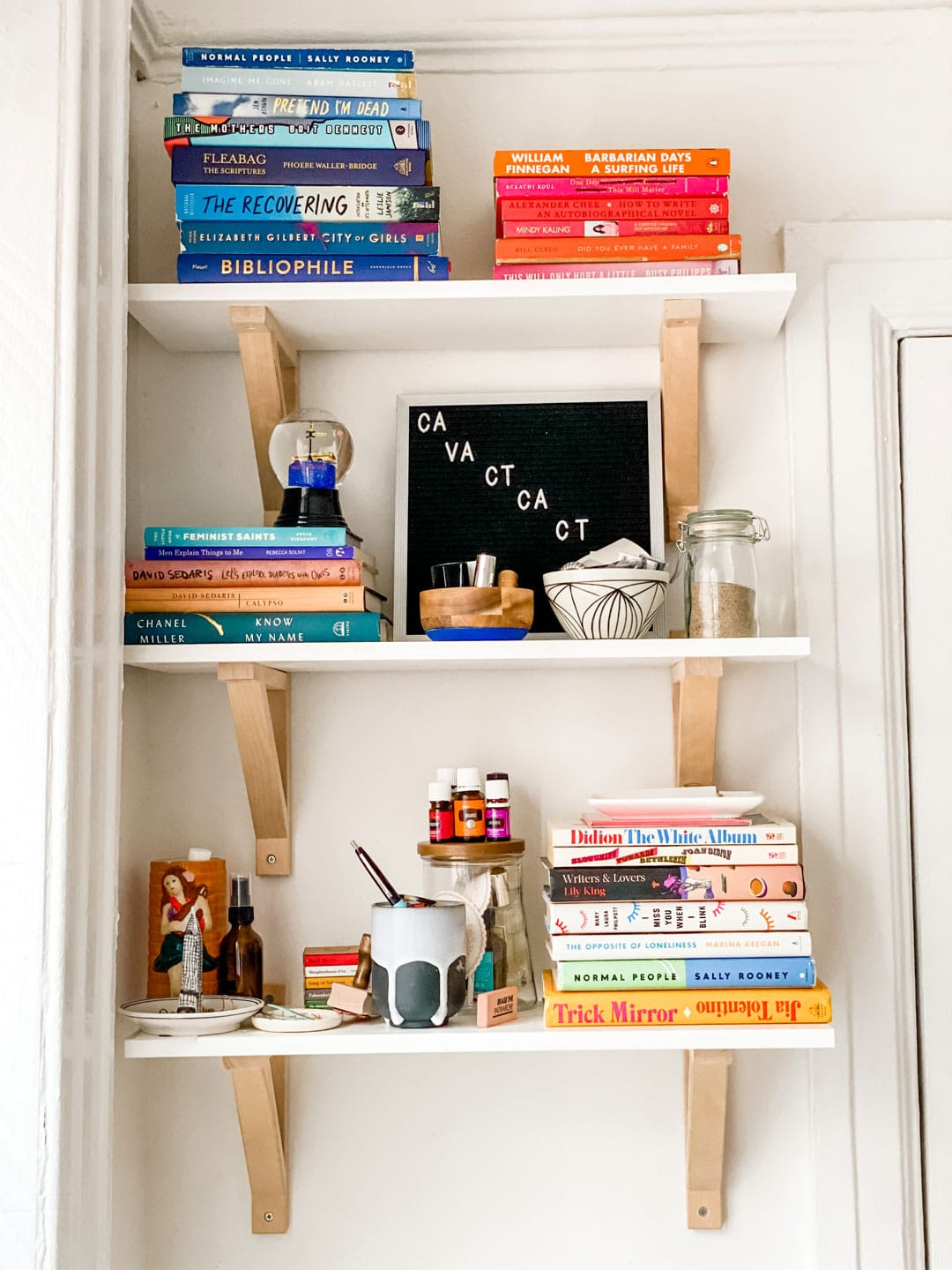 Lifestyle blogger Annie Diamond shares the edited book shelf of her daughter Madeline Diamond i