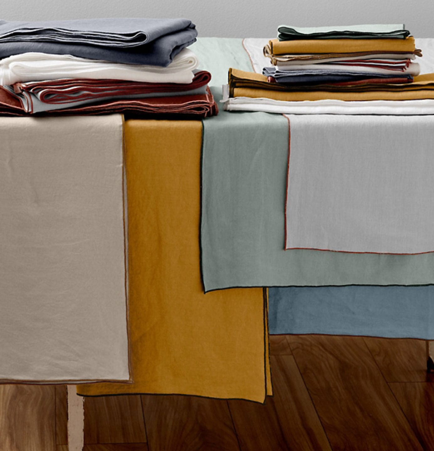 Lifestyle Blogger Annie Diamond shares ideas on how to use Garnet Hill's Relaxed-Linen tablecloths and napkins. #linen #garnethill #linennapkins #linentablecloths