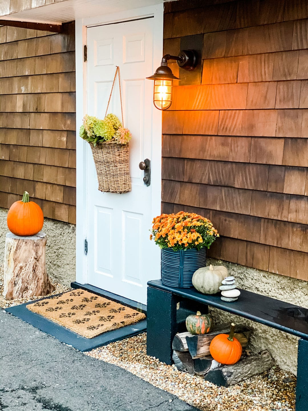 Lifestyle Blogger Annie Diamond shares her fall decor for her side door of her New England home.
