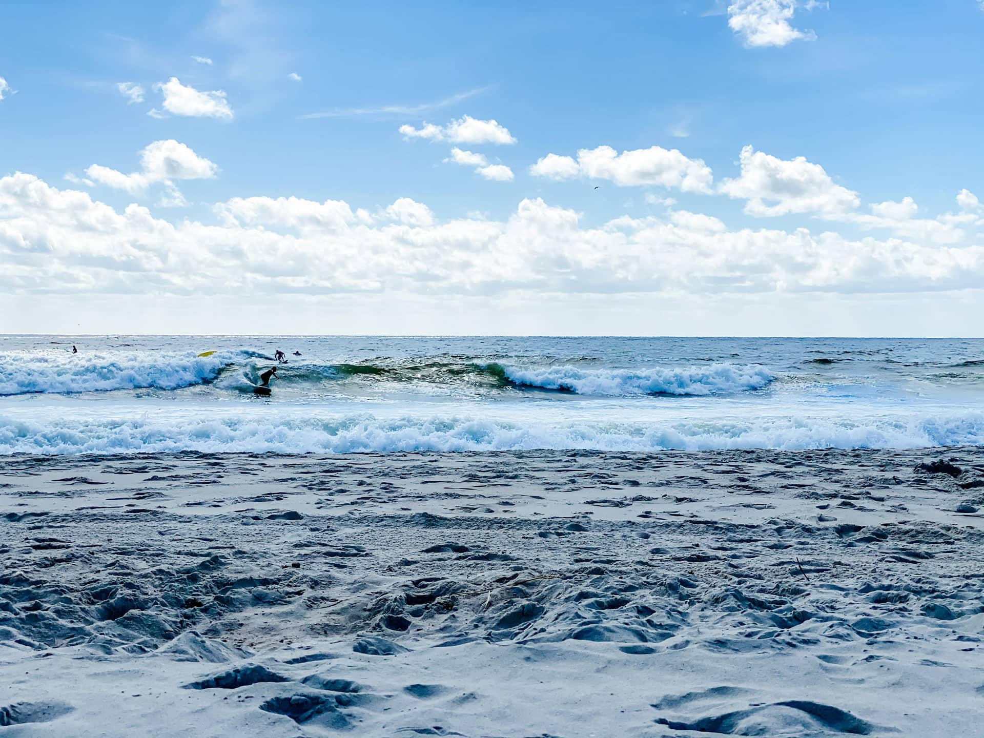 Lifestyle Blogger Annie Diamond shares her favorite surf spot in NYC. ^9th Street in The Rockaways! Only an hour from NYC.