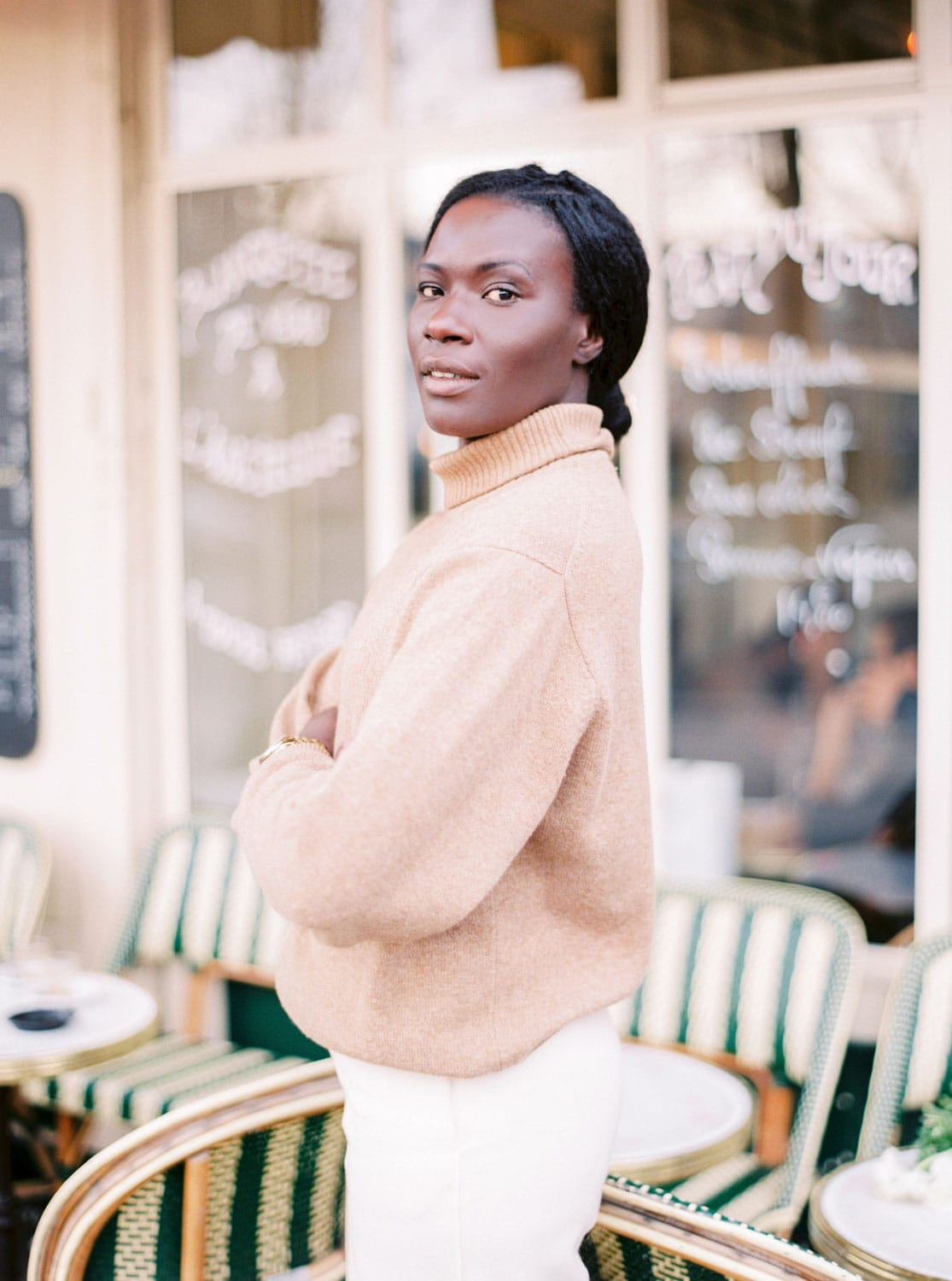 Thinking of moving to Paris or just looking for insider tips to maybe the best flea markets, book stores or the perfect place for a picnic? Yanique of My Parisian Life will help you