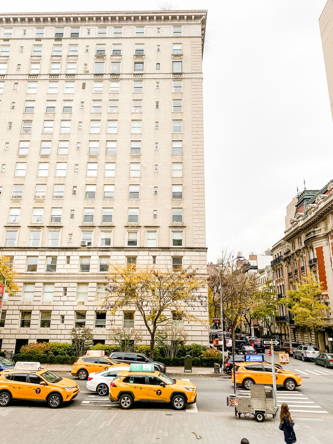 limestone building with taxis in front in nyc