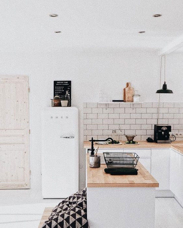 vintage-kitchen-smeg-open-shelving