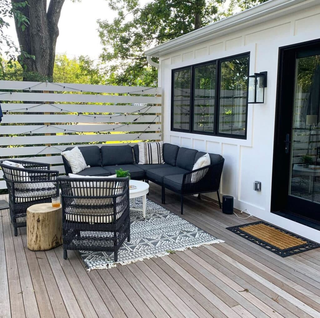 horizontal privacy fence for small patio