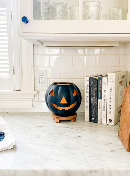 How to make a DIY pumpkin jack-o-lantern for your diffuser